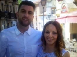 Rafael y Saray en su boda en el juzgado