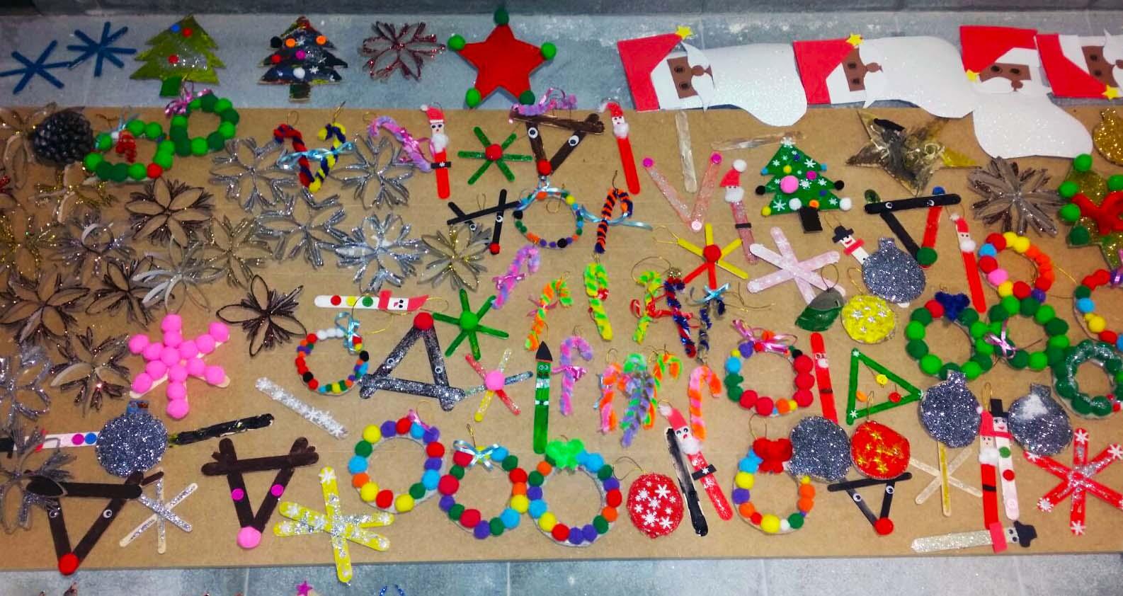 Los ni os fabrican los primeros adornos navide os de el - Adornos navidenos ninos ...